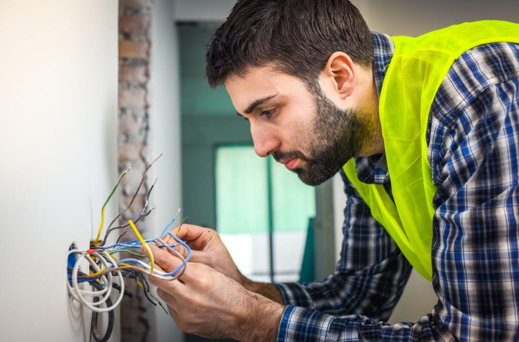 Choosing an Electricians Service – Tips on Hiring Cheap But Qualified Electricians